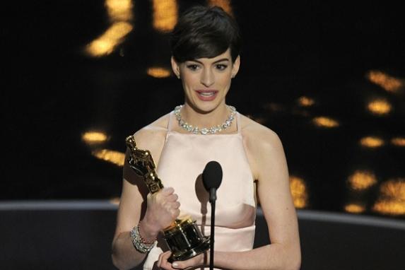 Anne Hathaway fue la mejor actriz de reparto en el filme 'Los Miserables'.