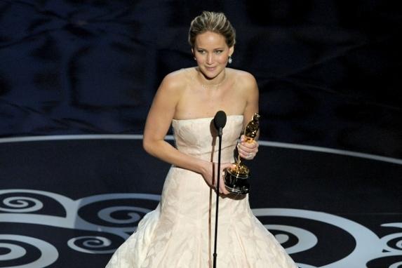 Jennifer Lawrence fue la reina de la noche al ganar el Oscar como la mejor actriz.
