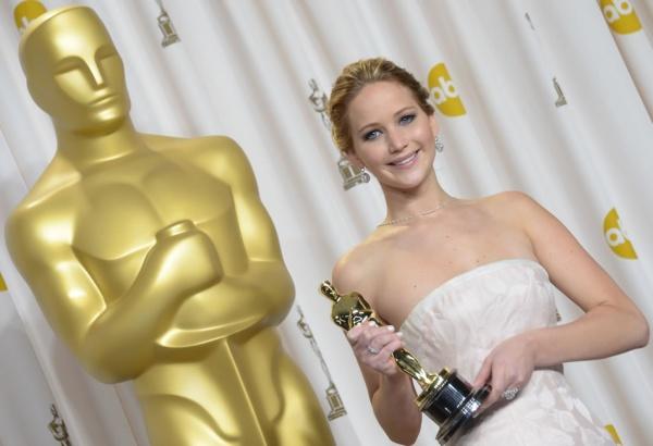 Jennifer fue la figura a seguir pues se tomo cientos de fotos presumiendo el mayor reconocimiento del cine.