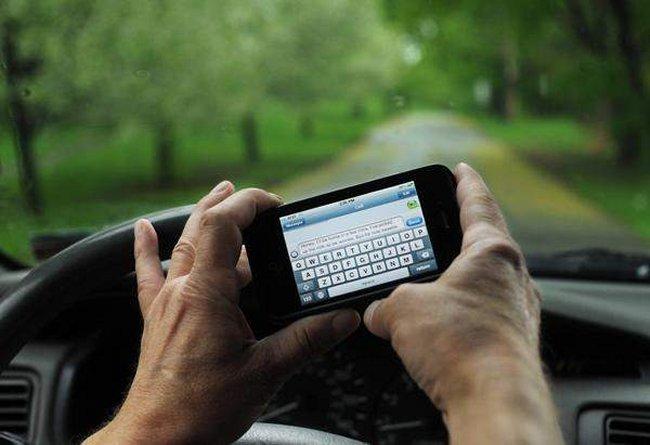 Cuidado! Usar El TELEFONO Mientras Se Maneja Ahora Ya Es La PRIMERA Causa De MUERTE En Adolescentes En Los Estados Unidos