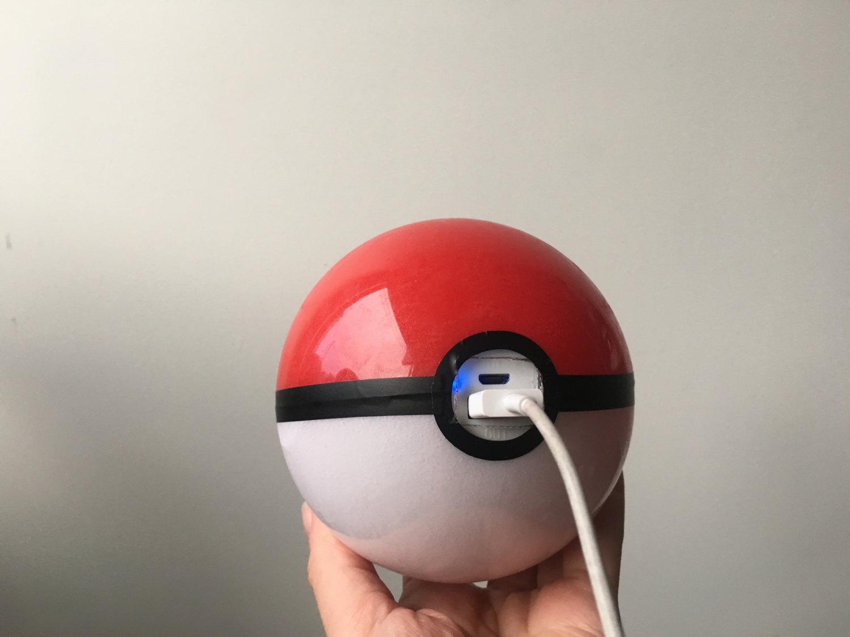 El powerbank con forma de pokeball es el accesorio perfecto para Pokemon Go